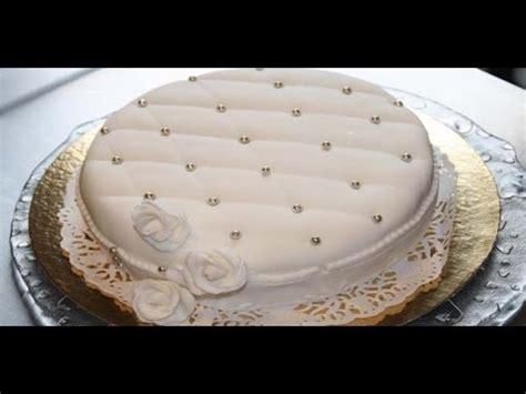 decoration en sucre pour gateaux d 233 coration g 226 teau avec une p 226 te 224 sucre