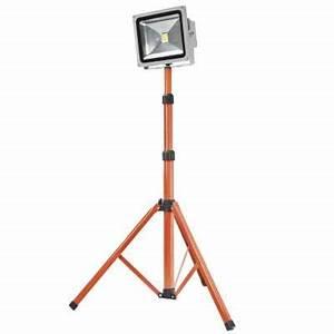 Projecteur De Chantier Led : projecteur de chantier sur pied led 30w provence outillage ~ Edinachiropracticcenter.com Idées de Décoration