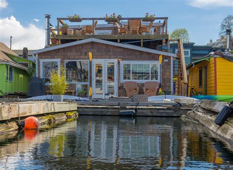 Living On A Boat In Seattle by Seattle Houseboat Living Afloat On Lake Union