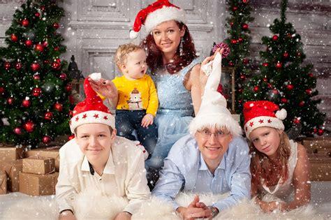 Priecīgus Ziemassvētkus no mūsu ģimenes! Novēlam mīlestību ...