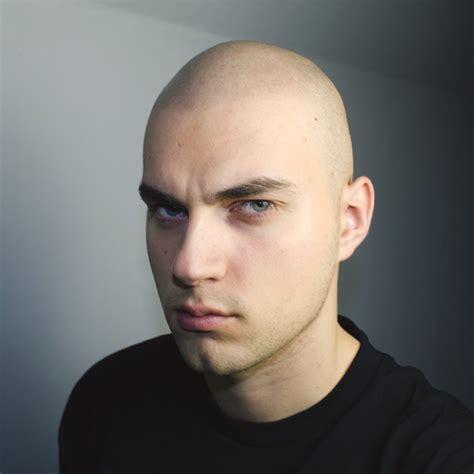 haare kahl rasieren friseur glatze haare schneiden