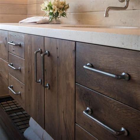 Bathroom Cabinet Hardware Ideas by Best 25 Cabinet Hardware Ideas On Kitchen