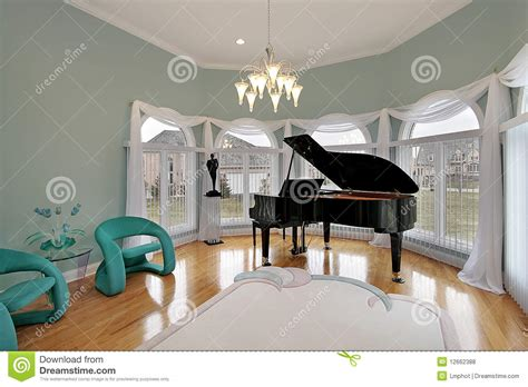 27 Floor House by Music Room With Green Chairs Royalty Free Stock Photos