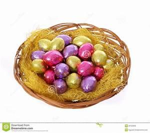 Panier Oeufs De Paques : oeufs de p ques color s de chocolat dans le panier d 39 isolement image libre de droits image ~ Melissatoandfro.com Idées de Décoration