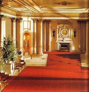 Buckingham palace : Marble Hall   Castle & Palace ...