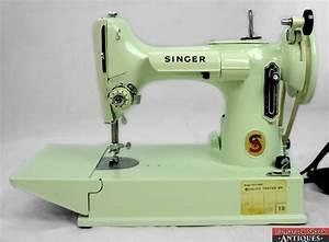 Vintage C1968 Singer Featherweight 221k Sewing Machine W