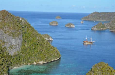 la galigo  aboard dive boat sorong liveaboard indonesia