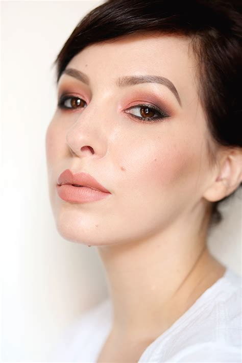 7 Enchanting Makeup Looks To Easily Copy From Star Beauty