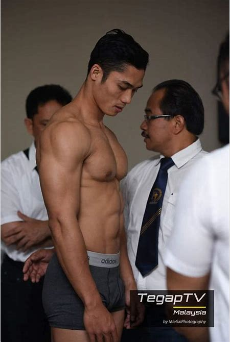 Malaysian Muscle Hunk - QueerClick