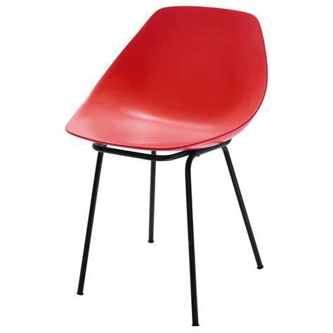 chaise eames fibre de verre chaise guariche en fibre de verre et coquillage
