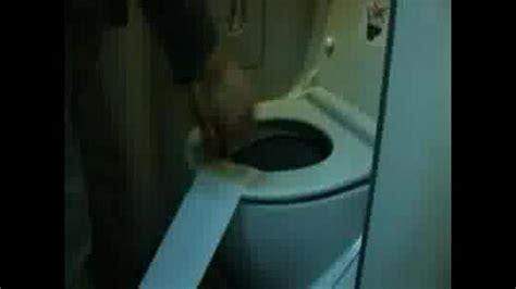 affaires de toilette en avion du papier de toilette dans l avion francoischarron