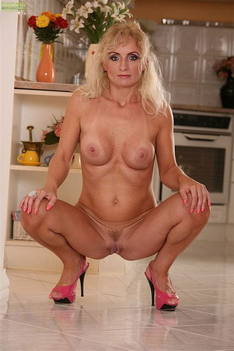 Filthy Milf Kyra Blond Tease And Strip Milf Fox