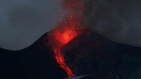 smartphone door italiaanse vulkaan etna spuwt opnieuw lava nu het