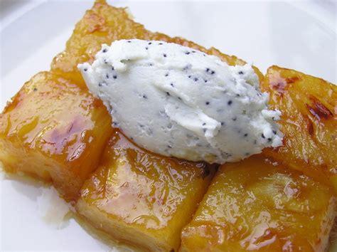 dessert avec de l ananas frais ananas caram 233 lis 233 au beurre sal 233 quenelle de ch 232 vre frais au pavot panier de saison