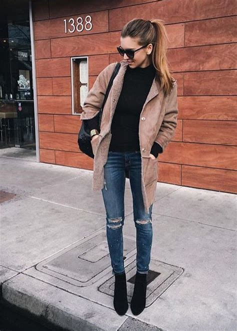 b0fdeaf9f83 Love this casual look - ripped jeans + black booties