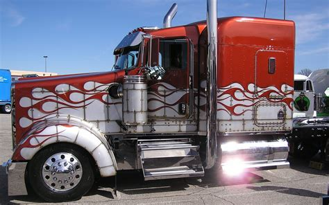 Custom Semi Truck Wallpapers by Custom Semi Trucks Wallpaper 1680x1050 Wallpapersafari