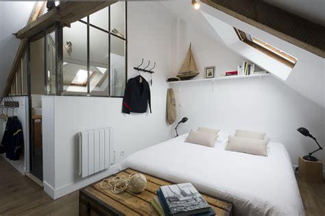 eclairage chambre mansard馥 un studio mansard faon mini loft with eclairage chambre mansarde