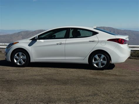 2011 Hyundai Elantra Reviews by 2011 Hyundai Elantra