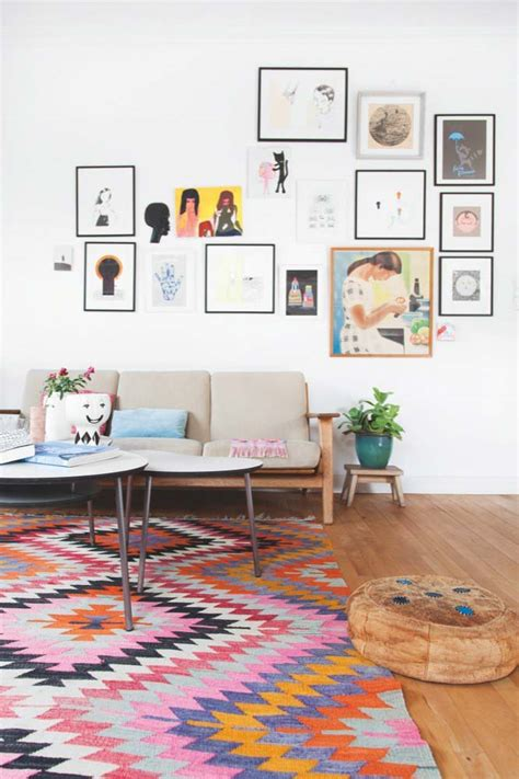 canape kartell conseil déco scandinave mur blanc et tableaux