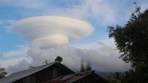 heboh awan unik bentuk  pusaran angin jadi