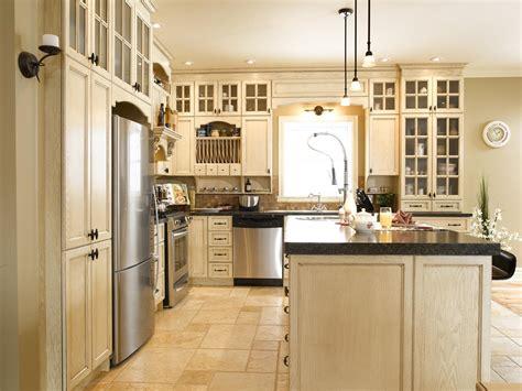 quincaillerie armoire de cuisine chalet de montagne cuisine bois chêne stratifié
