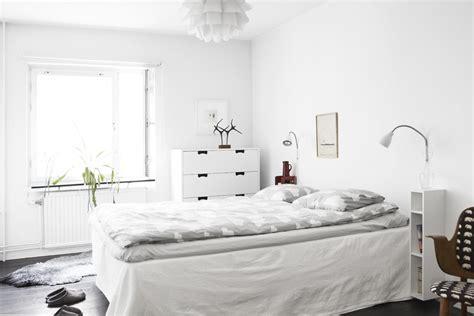 Decordots White Walls And Dark Floor
