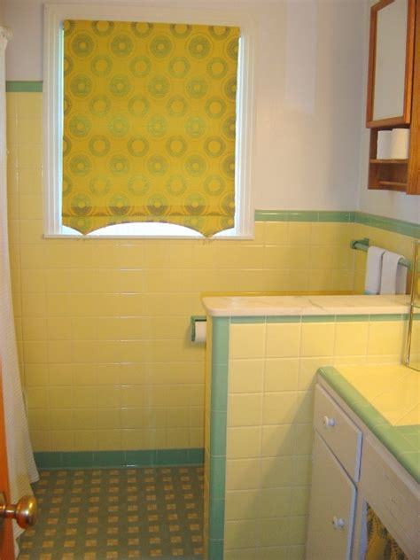 1950s bathroom tile 35 best ideas about yellow and green 1950 s bathrooms on 10025