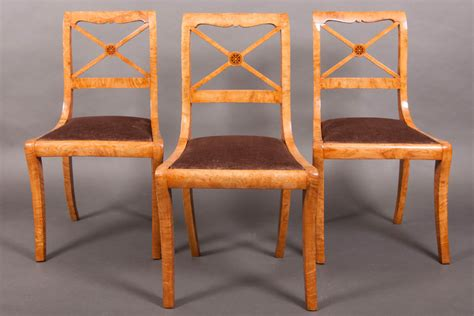 une et trois chaises suite de trois chaises à croisillons charles x frêne