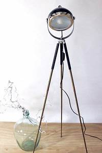Lampe Skandinavisches Design : stehlampen industrie design stehlampe tripod scheinwerfer ein designerst ck von lichtwerk ~ Markanthonyermac.com Haus und Dekorationen
