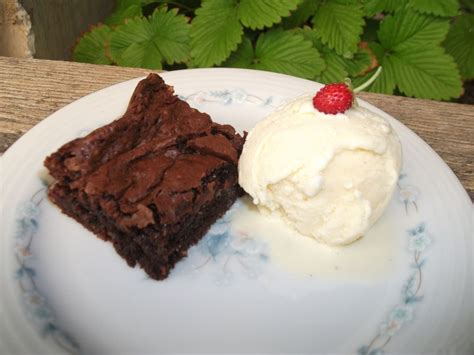 fondant au chocolat et macarons et glace vanille les g 226 teaux de gwendy