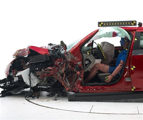 siege auto crash test iihs small overlap crash test 2015 best auto reviews
