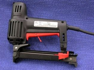 Electric Staple Guns For Upholstery by Semi Professional Electric Staple Gun Modhomeec