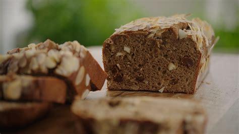 Open Keuken Amandelbrood amandelbroodje met rozijnen en banaan vtm koken