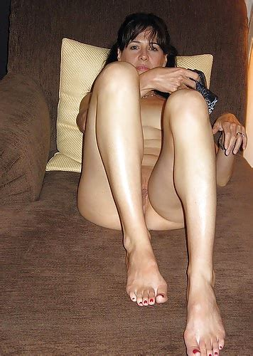 Hot Amateur Wife Poses Naked At Home Pics