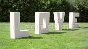 Große Deko Buchstaben : gro e buchstaben lieben auf dem gras auf hochzeit stock video video von schrott field 45892189 ~ Markanthonyermac.com Haus und Dekorationen