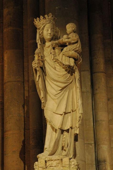 la vierge du pilier de notre dame de paris paris  nu
