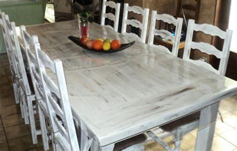 repeindre chaise en bois peinture sur table en bois et chaises créations peinture