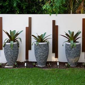 sensational plant pots decorating ideas for aesthetic With decoration bois exterieur jardin 4 belle maison en bois de design moderne au bresil
