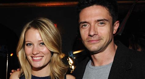 Topher Grace and Ashley Hinshaw Are Engaged | POPSUGAR ...