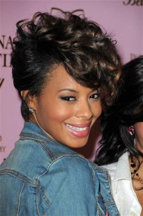 Coiffure cheveux courts pour femme black