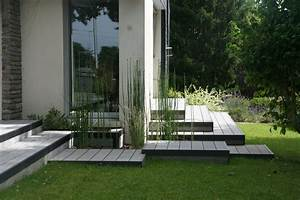 amenagement d39une terrasse en bois composite gris chamarre With bassin en bois exterieur