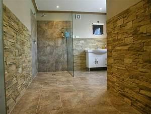 Naturstein Wandverkleidung Wohnzimmer : 14 besten badezimmer mit steinwand bilder auf pinterest ~ Michelbontemps.com Haus und Dekorationen