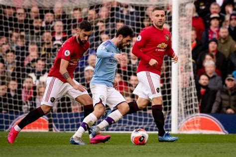Preview dan Live Streaming Manchester United vs Manchester ...