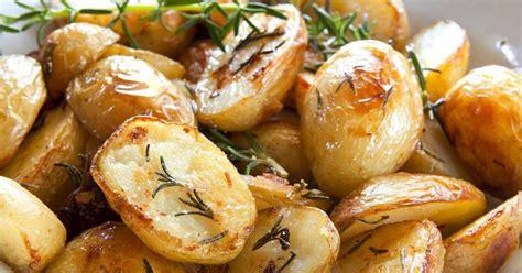 comment cuisiner les pommes de terre grenaille recettes de pommes de terre au four la sélection de 750g