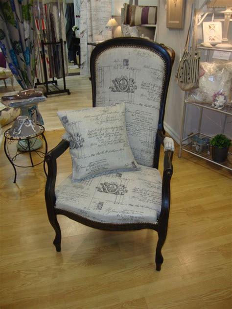 tissus pour chaise 25 best ideas about fauteuil voltaire on