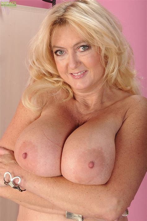 Curvy Milf Tahnee Taylor Caress Her Pink Hole Milf Fox