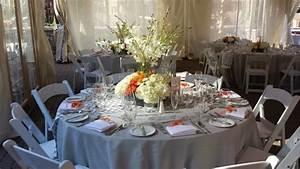 Tischdeko Runder Tisch Hochzeit : tischdeko in grau wei und orange runder tisch hochzeitideen pinterest tischdekoration ~ Orissabook.com Haus und Dekorationen