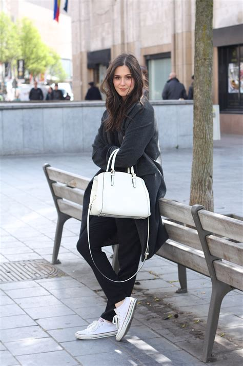 outfit casual layers  black grey  white
