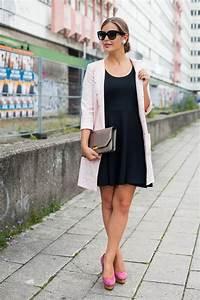 Kleid Mit Stiefeletten : outfit mit schwarzem kleid ~ Frokenaadalensverden.com Haus und Dekorationen