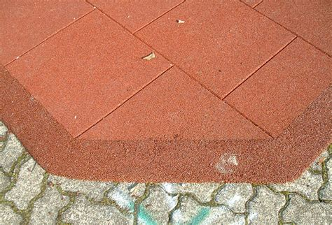 piastrelle gomma antitrauma pavimentazione antitrauma oc srl